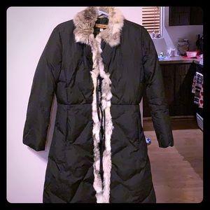 Black coat/fur lining around collar/front